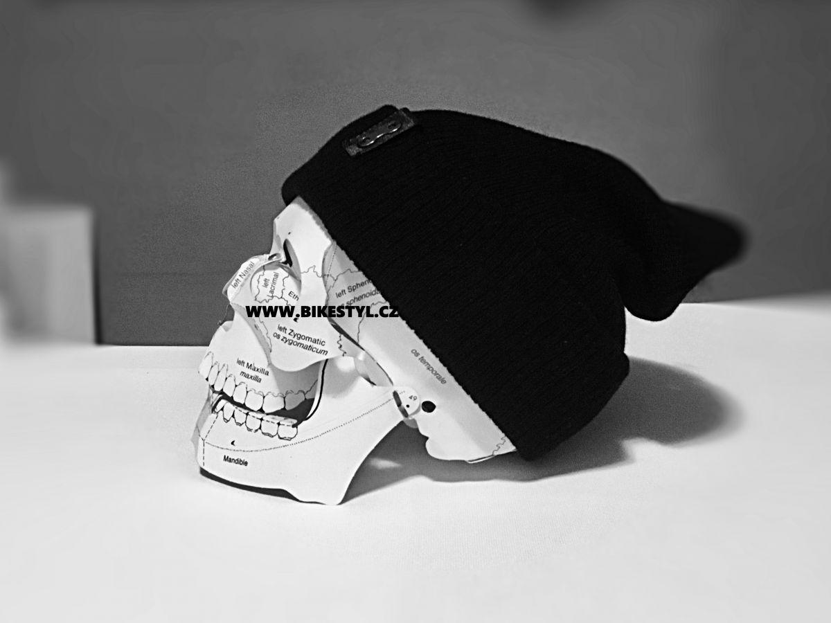 Zimní pletená čepice unisex UZU black Utrženej Ze řetězU